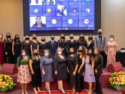 Primeira Noite dos Especialistas do UNINTA EaD celebra certificação de 66 pós-graduados